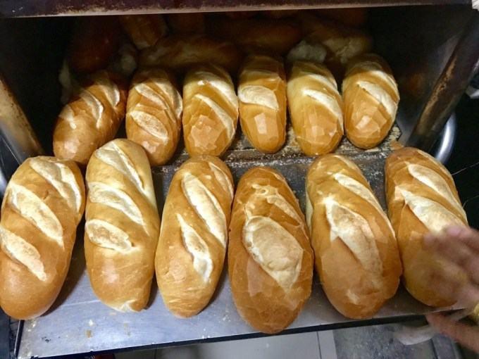 """Bán bánh mì được xem là """"1 vốn bốn lời"""""""