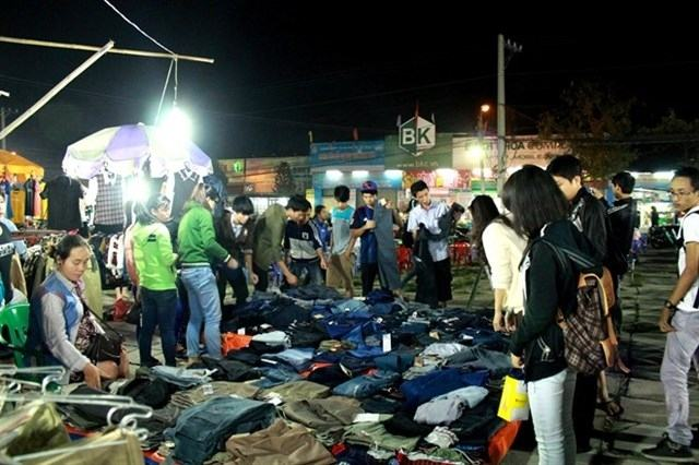 Chợ đêm làng Đại học Thủ Đức (Nguồn: Internet)