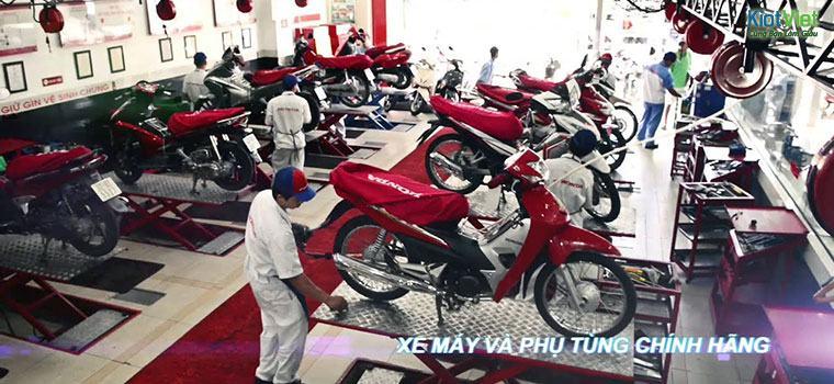 Một đại lý /shop hàngsửa chữa xe máy, bán buônmón phụHonda