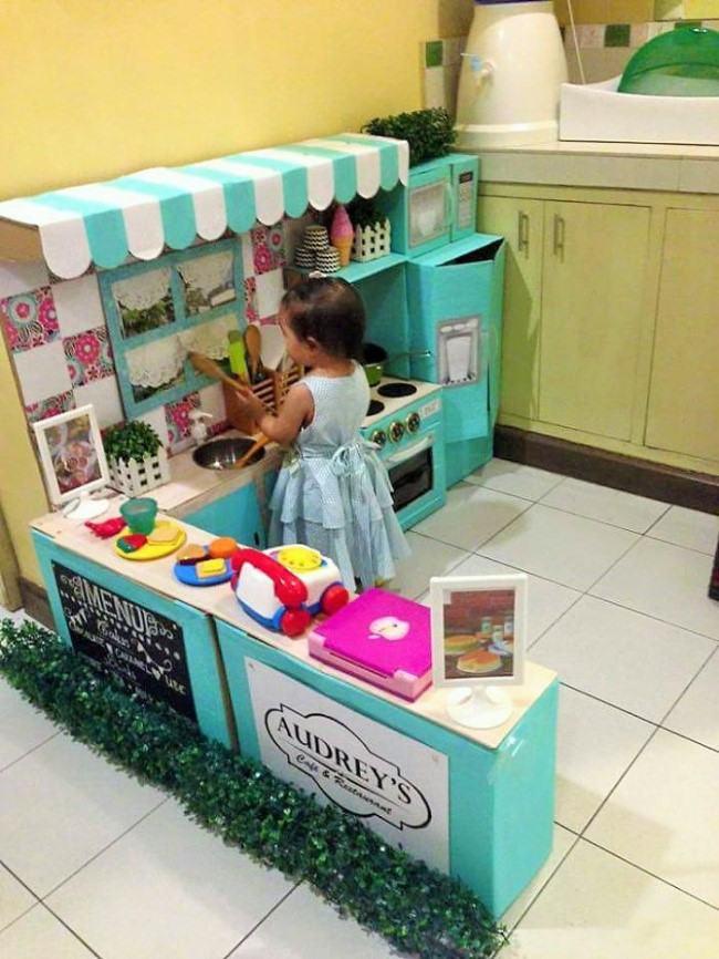 Sáng tạo không gian bếp xinh xắn cho bé