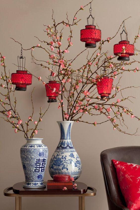 Trang trí đèn lồng đỏ trong nhà dịp Tết cầu chúc bình an, sung túc trong căn nhà